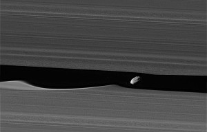 Cassini_pia21056_deblurred crop